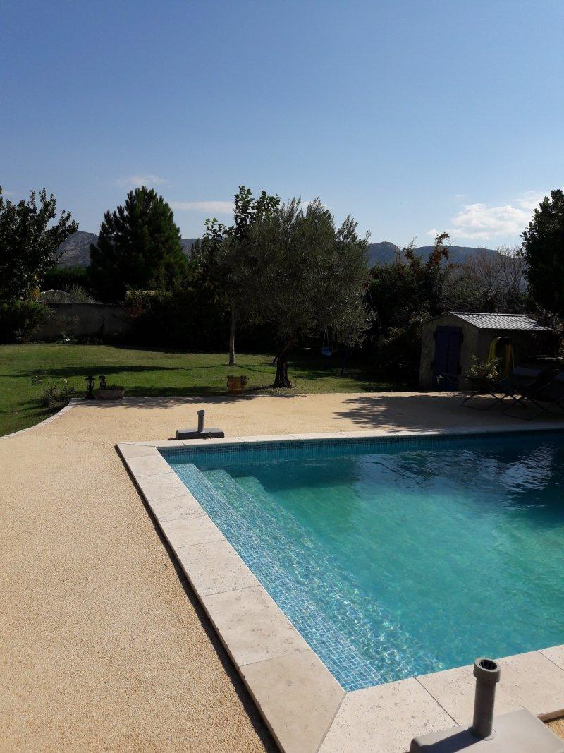 offres locations vacances location vacances luberon maison avec piscine. Black Bedroom Furniture Sets. Home Design Ideas