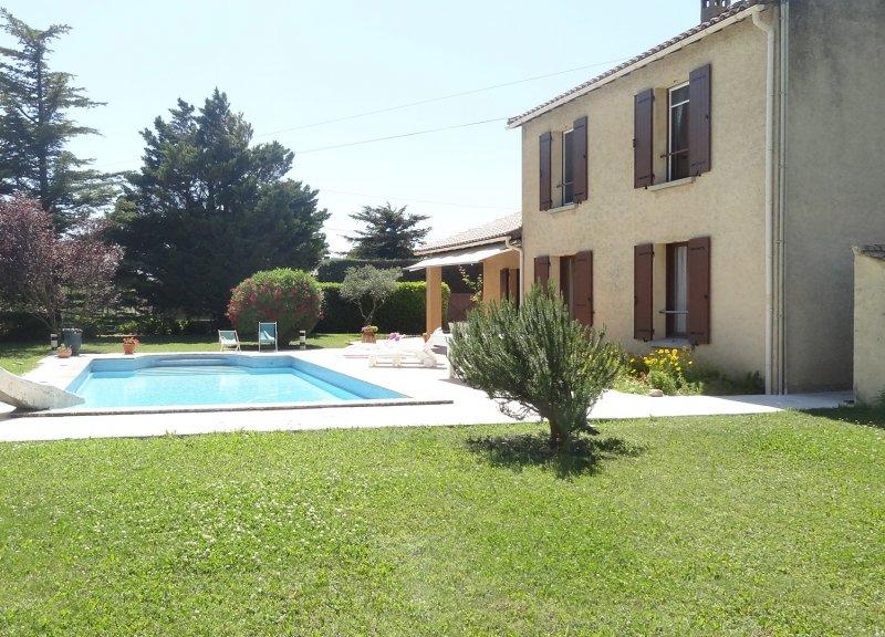 Offres locations vacances villa entre avignon et luberon for Location villa piscine luberon