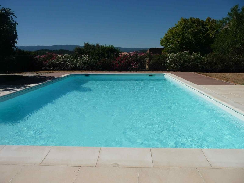 Offres locations vacances belle villa en luberon avec - Location luberon piscine ...